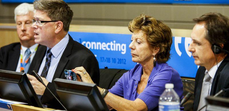 European Comission_John Bell_Neelie Kroes
