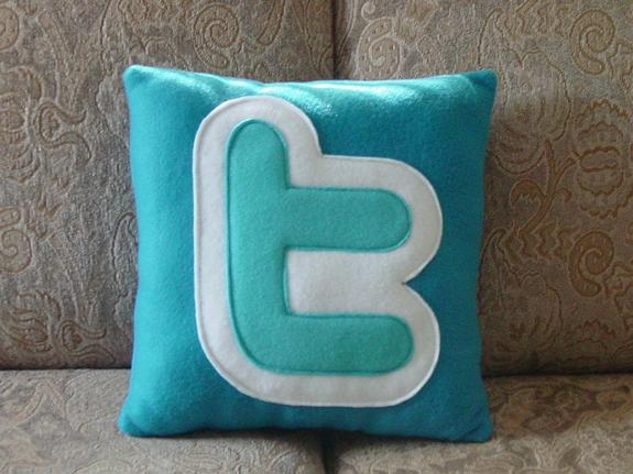 Twitter-pillow_1
